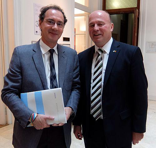 Bundesbeauftragter Hartmut Koschyk MdB mit dem Staatssekretär für das Hochschulwesen in Argentinien, Dr. Albo CaballeroDSCF0344