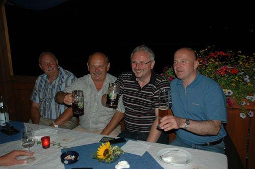 MdB Koschyk gemeinsam mit Bürgermeister Hans Walter Hofmann und dem Vereinspräsidenten des FSV Schnabelwaid, Gerhard Ziegler