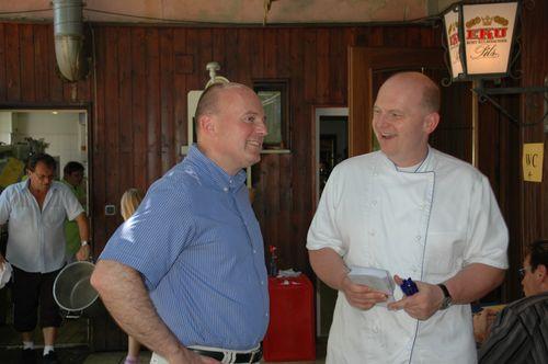 MdB Koschyk und Inhaber Georg Opel bei der Krenfleischkerwa in Glashütten