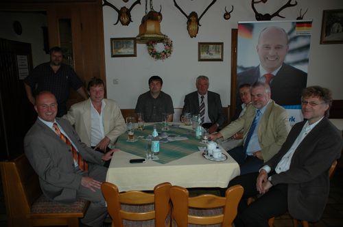 MdB Koschyk gemeinsam mit dem CSU-Ortsvorsitzenden Andreas König, Altbürgermeister Josef Legat, dem 3. Bürgermeister Otto Schober beim politischen Frühschoppen in Kirchenpingarten