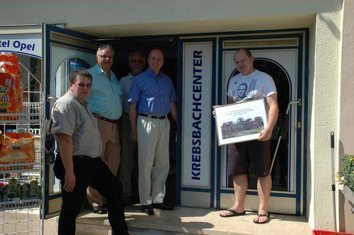 MdB Koschyk besucht das Krebsbachscenter von Andreas Opel (l.)