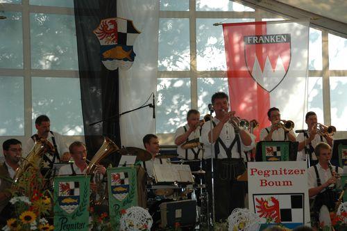 """Die """"Pegnitzer Buam"""" bei der Zeltkerwa in Pegnitz"""