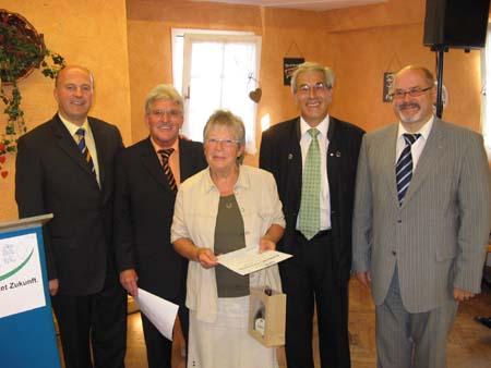 Die Stellvertreterin im 1. Vorstand der Senioren Union, Christine Gärtner, wird geehrt.