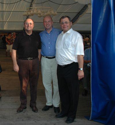 MdB Koschyk gemeinsam mit Bürgermeister Manfred Thümmler und dem Vorsitzenden des ASV, Stadtrat Günter Bauer