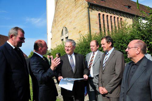 MdB Koschyk argumentiert für eine Autobahnkirche