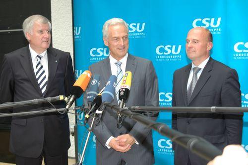 Ministerpräsident Horst Seehofer gemeinsam mit Dr. Peter Ramsauer und Hartmut Koschyk