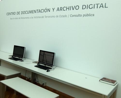 alle namentlich bekannten Opfer der argentinischen Militärdiktatur sind in diesem Digital-Archiv verzeichnet DSCF0361 (500x404)