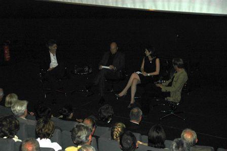 Blick von den Zuschauerrängen auf die Diskutanten im Cineplex Bayreuth (Kino Broadway).