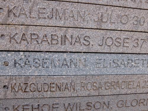 die Gedenkplakette für die Deutsche Elisabeth Käsemann, die der argentinischen Militärdiktatur zum Opfer fielDSCF0354 (500x375)
