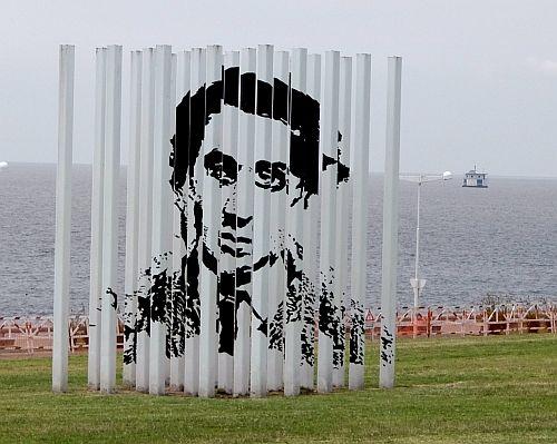 dieses Kunstwerk hat der Künstler seinem durch die argentinische Militärdiktatur zu Tode gekommenen Vater gewidmetDSCF0356