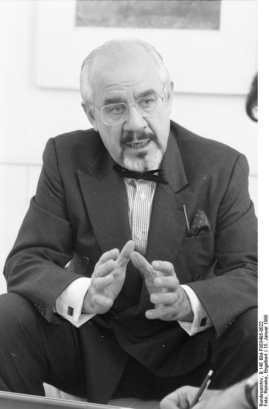 """Bonn, 15. Januar 1990 Der Chef des Presse- und Informationsamtes der Bundesregierung, Bundesminister Hans Klein, gab Herrn Jürgen Liminski vom """"Deutschland-Magazin"""" ein Interview."""