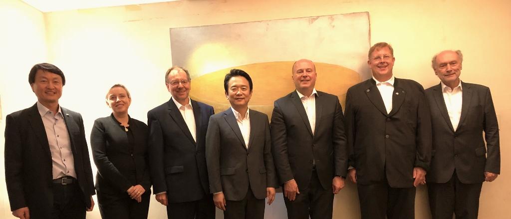 IMG_0063.mit Gouverneur Nam und Willi Lange HSS (1024x439)